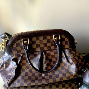 Louis Vutton shoulder bag
